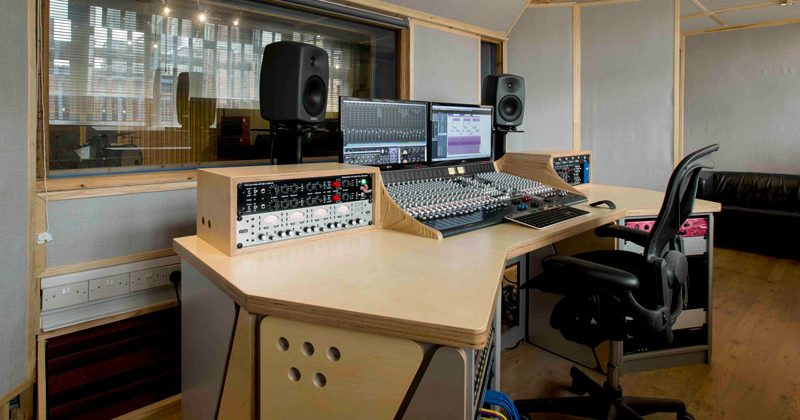 https://generator.org.uk/wp-content/uploads/2014/09/Loft-Music-Studios-Control-Room-1-940x420-800x420.jpg